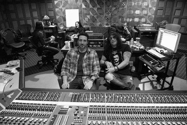 It's Official: SLASH FT. MYLES KENNEDY & THE CONSPIRATORS To Release New Album In The Fall